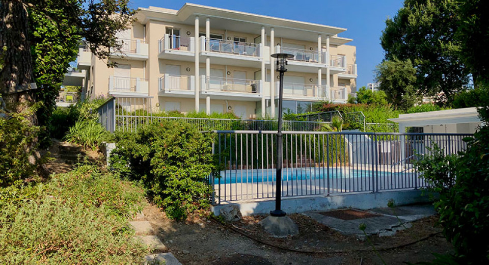 real estate France, Antibes apartment 1 bedroom, residence swimming pool, terrace, sea view, close city center