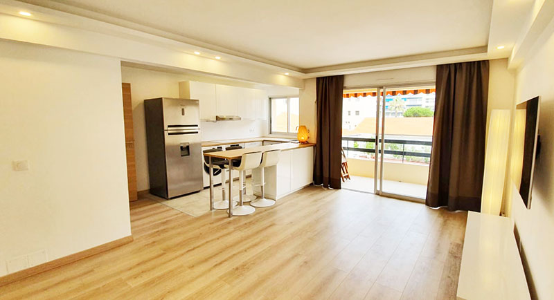 Juan les Pins - Beautifully renovated apartment in the heart of the city, only 100m from the beach