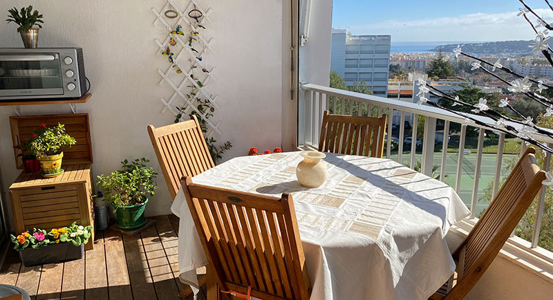 Antibes - Beautiful apartment close to the city center with pool and nice view