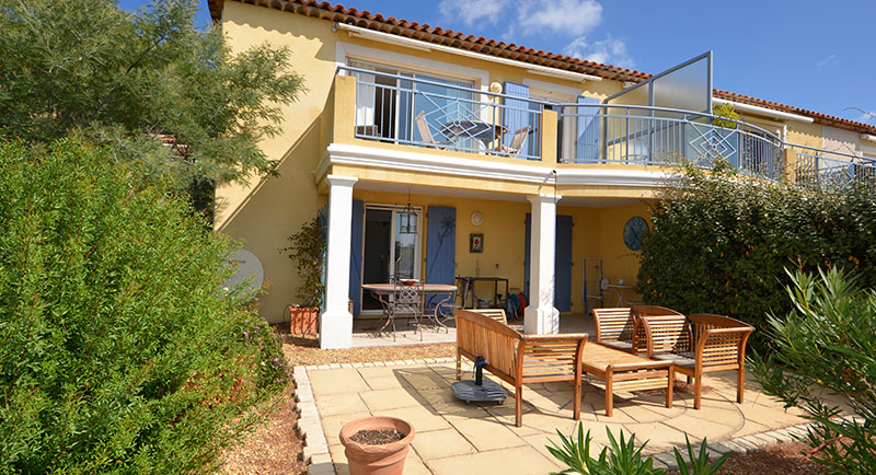 Sainte Maxime - charming villa in residence with swimming pool